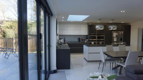 Bifolds on extension