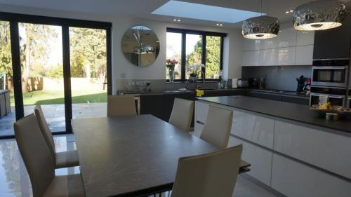 Dining table in large extension