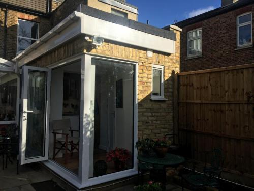 extension finchley